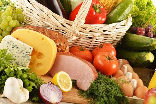 Uma alimentação equilibrada ajuda a evitar estar com fome a toda hora