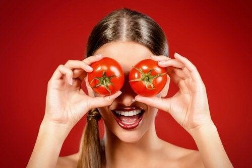 Máscara de tomate para uma pele radiante