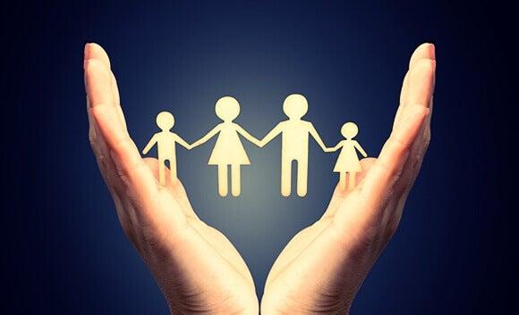 Mão com familia unida