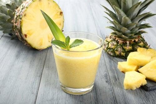 Vitamina de abacate e abacaxi