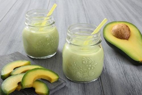 Vitamina de abacate e iogurte natural
