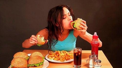 Problemas emocionais fazem comer demais