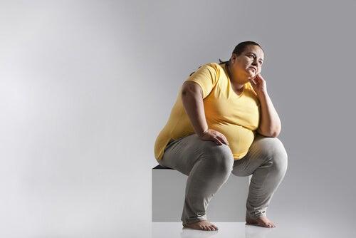 Pessoa com sobrepeso pensando na dieta Dunkan