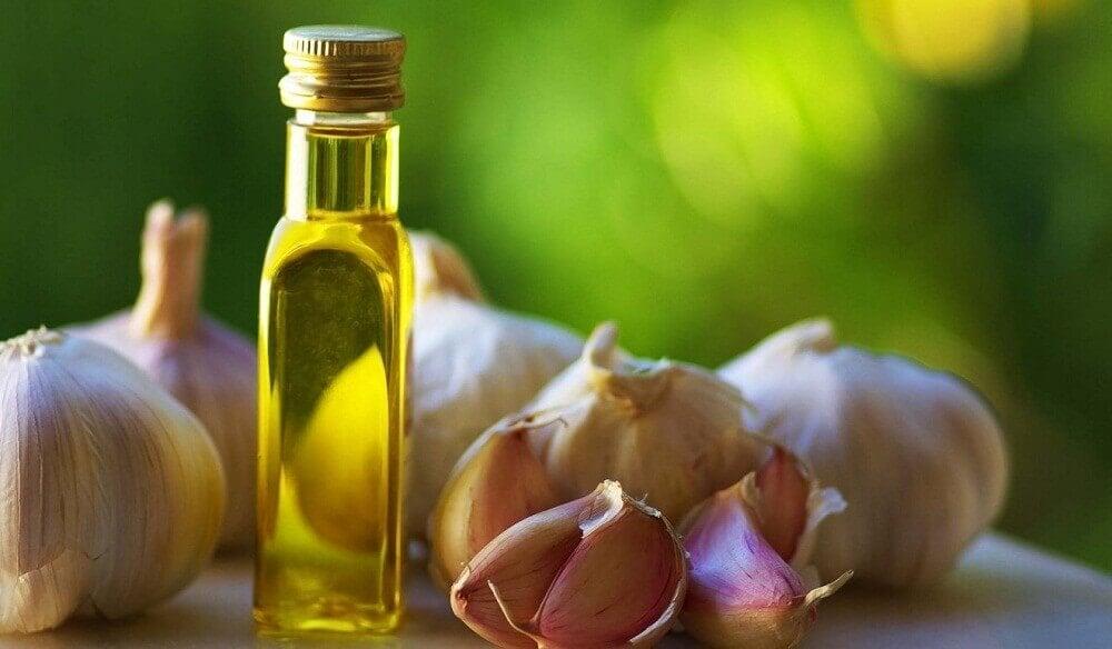 Remédio natural de alho e azeite