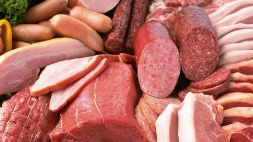 Não se deve comer embutidos quando tem inflamação