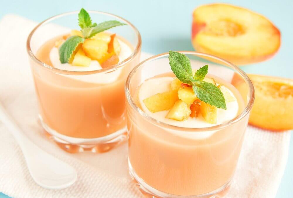 Vitamina de pêssego e leite de amêndoas