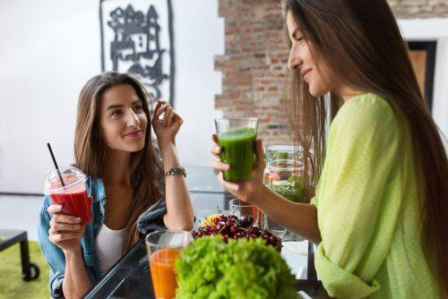 Grandes benefícios de incluir vitaminas e sucos na dieta