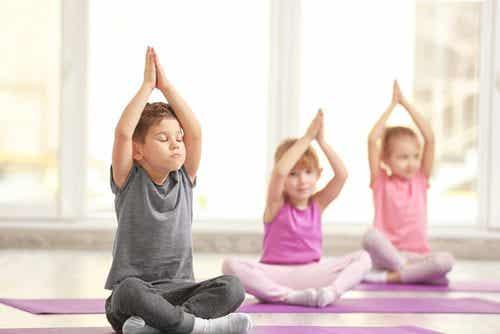 3 fabulosos benefícios do ioga para crianças