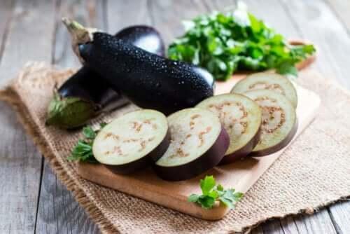 10 benefícios da berinjela para a saúde