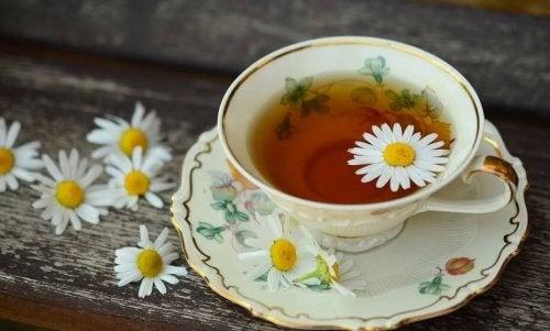 Chá de camomila para melhorar a digestão