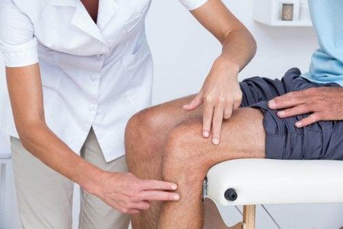 Como tratar a dor nos joelhos