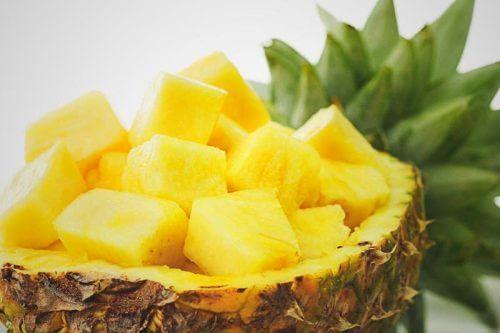 O abacaxi combate a infecção urinária em crianças