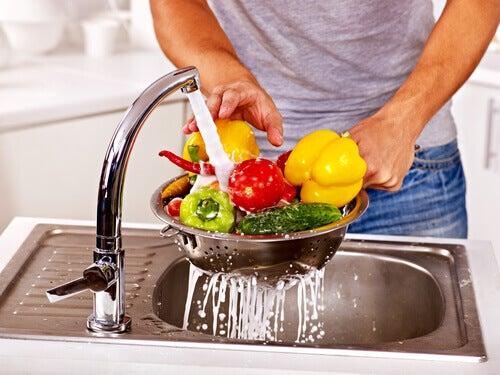 Lavar bem os alimentos antes de comer