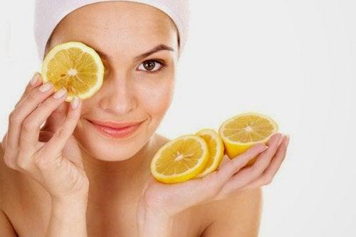A laranja ajuda a combater a pele seca e rachada