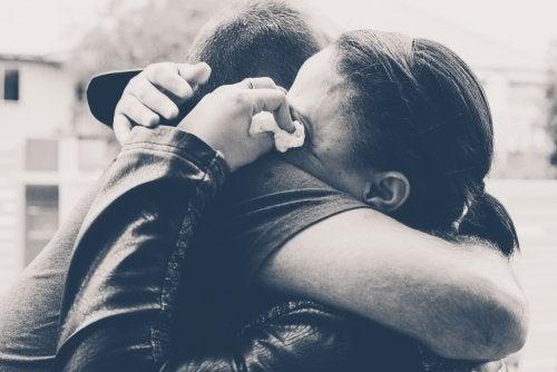 Manter um relacionamento por pena ou culpa causa sofrimento para ambas as partes