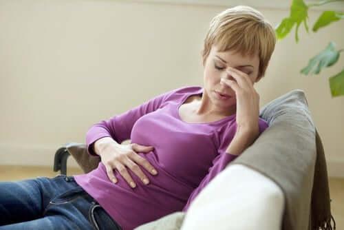 A distensão abdominal pode ocasionar dores e incômodos