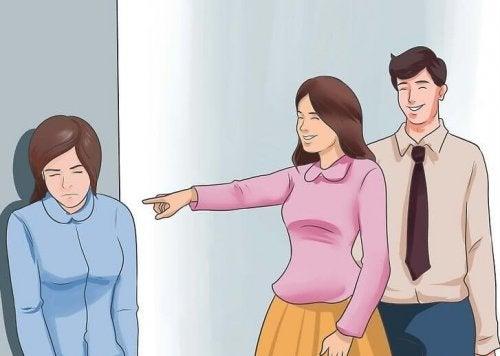 Mulher triste sofrendo bullying