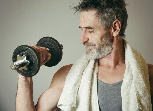 Exercício precisa fazer semanalmente: musculação