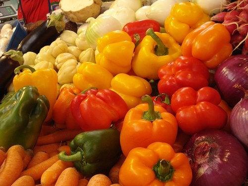 Verduras e ácido hialurônic contribuem para ter uma pele sem rugas