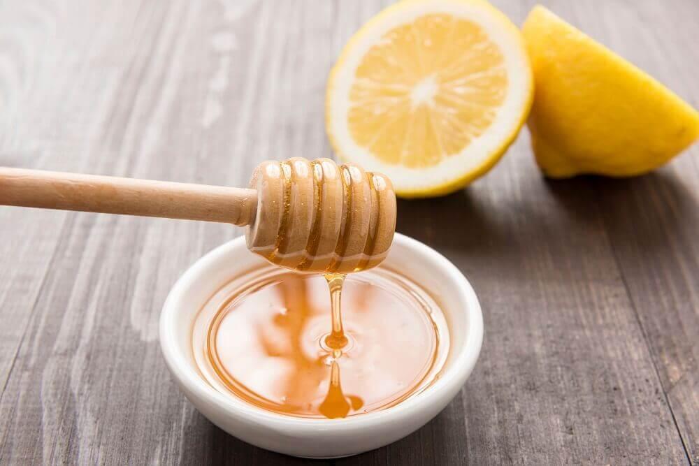 Remédio natural de limão e mel