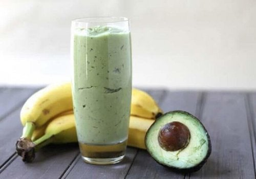 Vitamina de abacate e chá verde