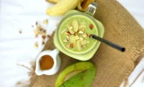 Vitamina de abacate e nozes