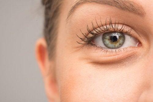 7 razões pelas quais os olhos podem inchar