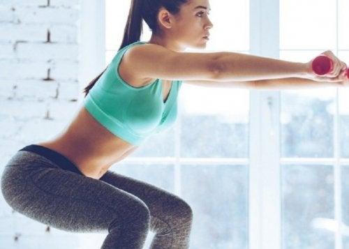 Agachamento ajuda a combater a celulite das pernas e glúteos