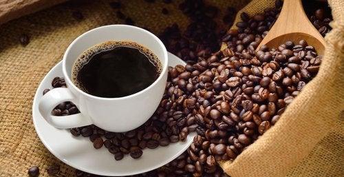 Café pode ser consumido se tiver um trabalho sedentário