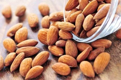 Amêndoas são frutos secos que ajudam a perder peso