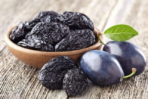 Ameixas são frutos secos que ajudam a perder peso