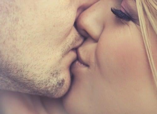 5 doenças transmitidas pelo beijo