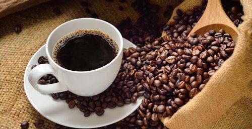 O café nos ajuda a evitar o sono de manhã