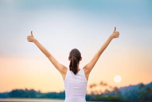 Mulher focando o lado positivo da vida