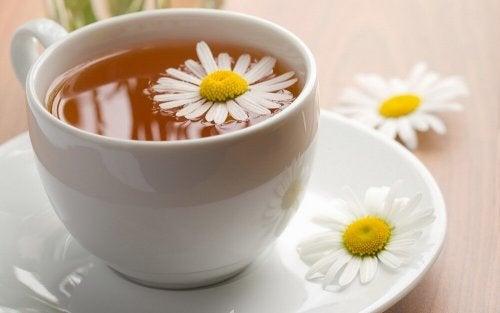 O chá de camomila ajuda a parar o vômito