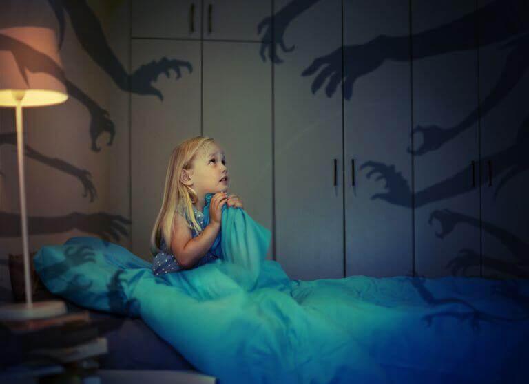 Como ajudar crianças com medo do escuro?
