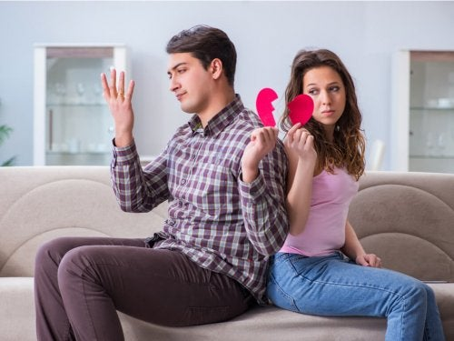 Casal atravessando uma separação temporária