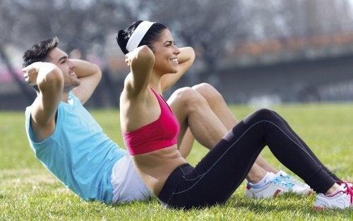 Praticar exercícios físicos ajuda a evitar o sono de manhã