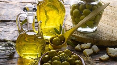 Azeite de oliva e azeitonas