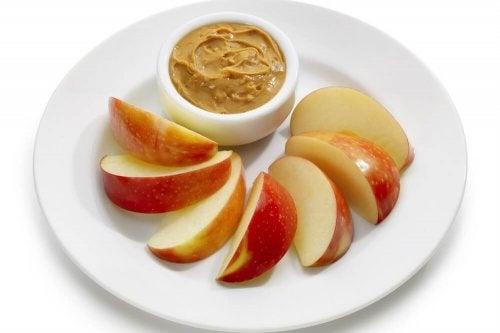 A maçã é um lanche que serve para perder peso