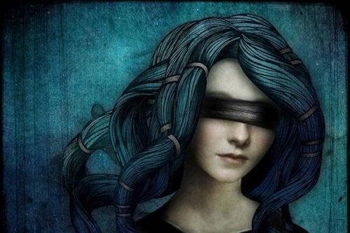 Mulher cega guiada pela vida