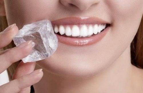 O gelo ajuda a curar feridas bucais