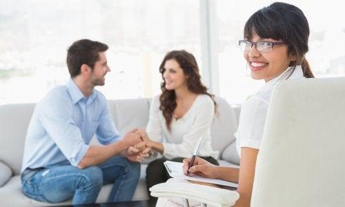 Casal resolvendo sua relação intermitente