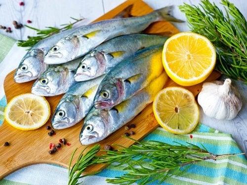 peixe em mau estado com limão
