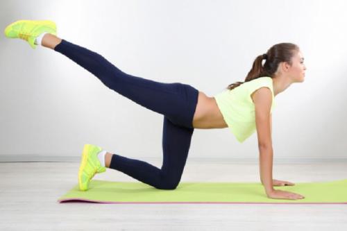 Levantar a perna ajuda a combater a celulite das pernas e glúteos