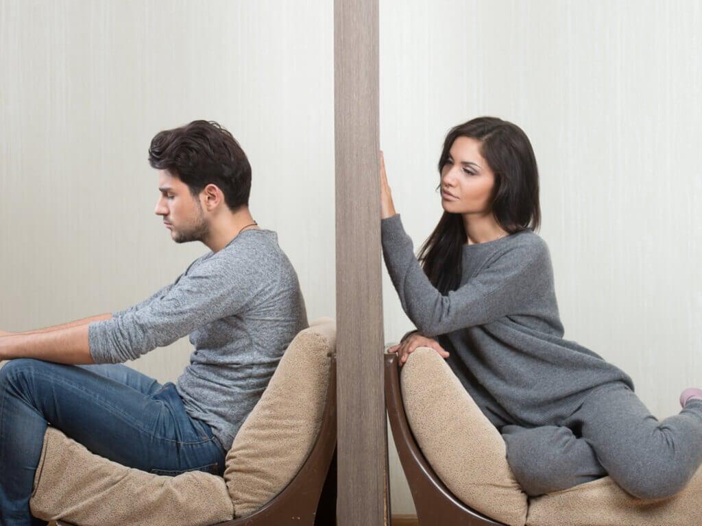 Pessoas com dúvidas em seu relacionamento