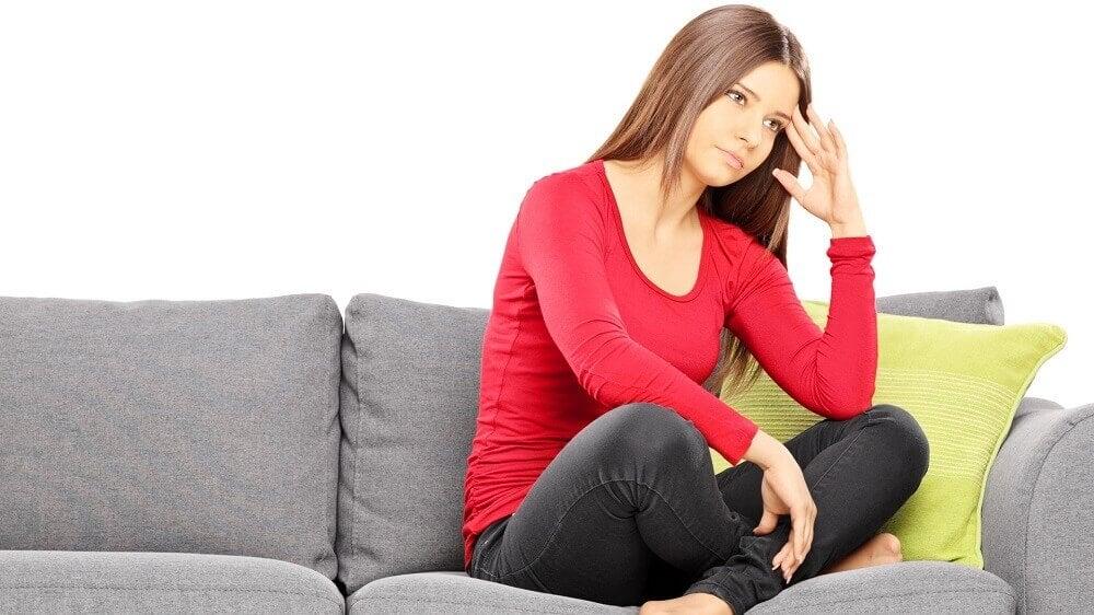 Mulher com irregularidades na menstruação