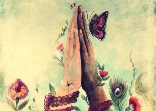 Mãos de pessoa pedindo perdão
