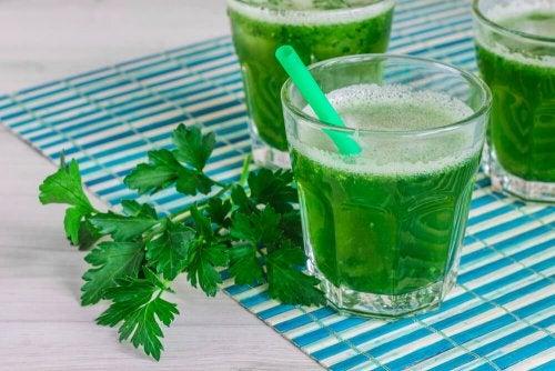 Suco verde de salsinha