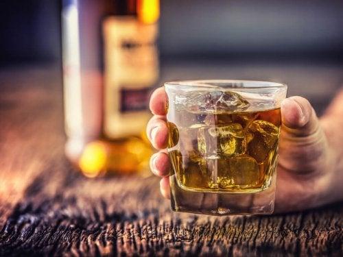 Não se deve consumir álcool antes de tirar a pressão arterial